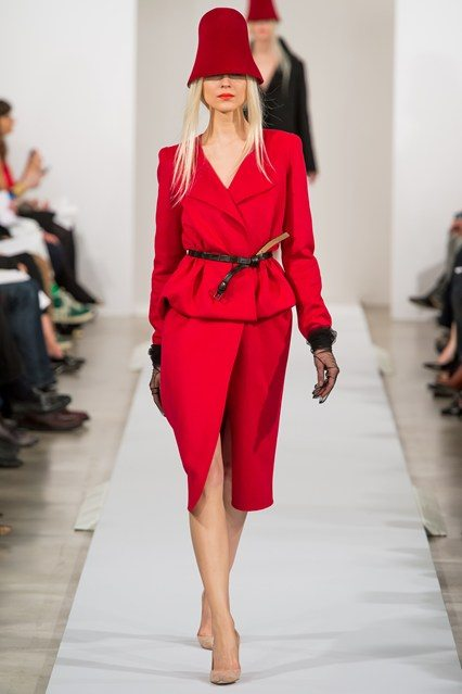 Oscar_de_la renta_red_suit